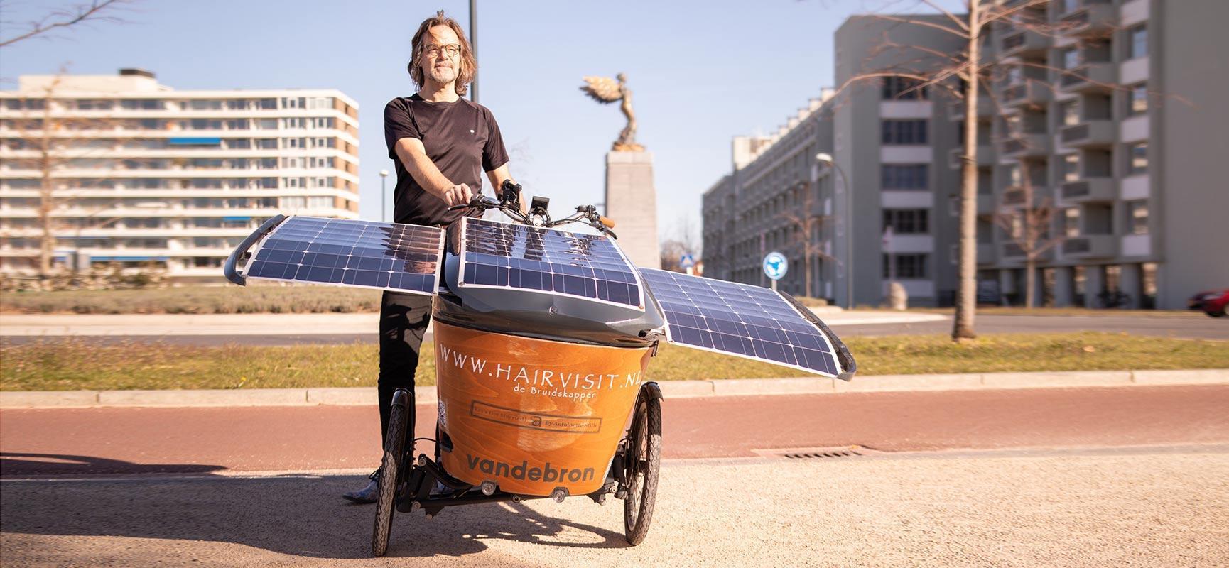 Op de bakfiets met zonnepanelen naar Glasgow